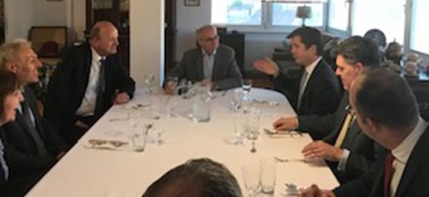 sastanak u ambasadi
