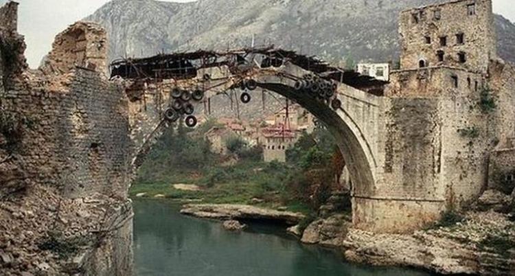 Prije 26 godina na današnji dan srušen je Stari most - Impuls