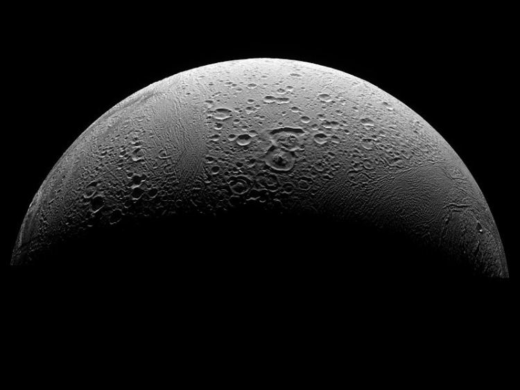 800px PIA08409 North Polar Region of Enceladus