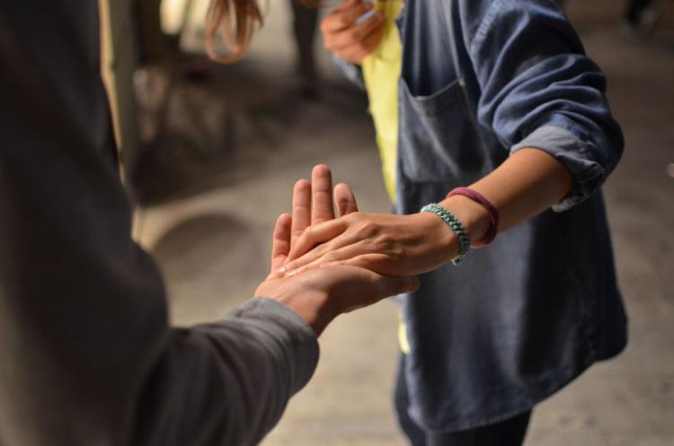 PROUČAVAT ĆE SVAKODNEVNE LIJEPE GESTOVE: Na kalifornijskom univerzitetu osnovan Institut za ljubaznost!