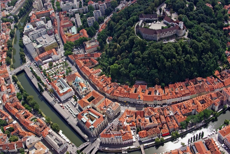view of ljubljana with the castle p.hieng 1 1024x685