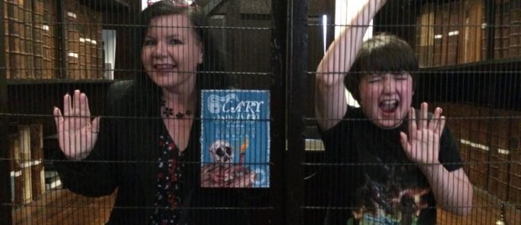 VIDEO: Biblioteka u kojoj čitaoce zatvaraju u kaveze